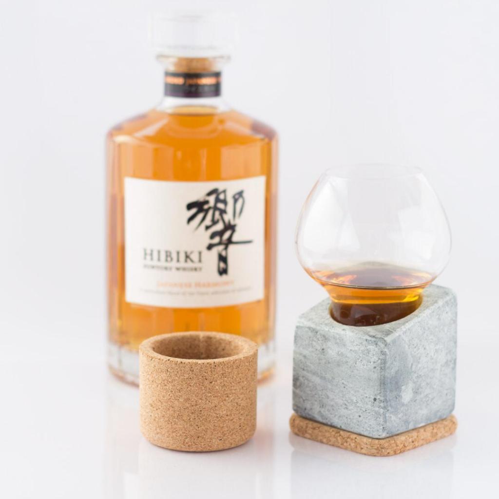 La dégustation de spiritueux, ici whisky japonais.
